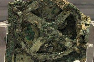 Le mécanisme d'Anticythère est un dispositif mécanique vieux de 2000 ans utilisé pour calculer les positions du soleil, de la lune, des planètes et même des dates des Jeux Olympiques antiques. (Wikimedia Commons)