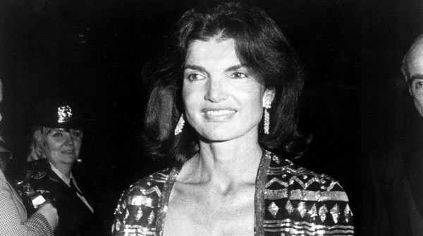 die besten 25 jackie onasis ideen auf pinterest jackie kennedy kunst jacqueline kennedy. Black Bedroom Furniture Sets. Home Design Ideas