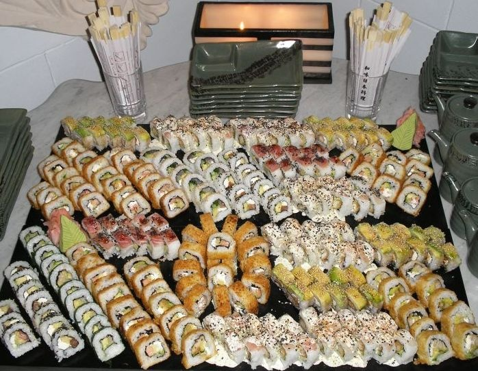 Mesa de sushi, por Tsuki Sushi Catering. Derechos Reservados. Lima. www.tsuki.pe