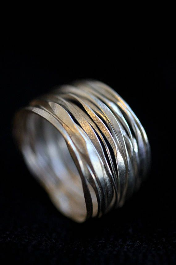 Handgefertigter Ring aus gehämmertem Silberdraht (R0005)