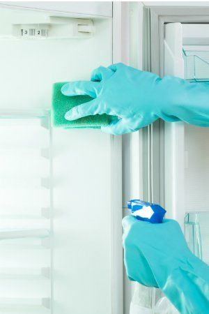 Refresh a Fridge by Cleaning with Vinegar Green Cleaning, Spring Cleaning, Clean Fridge, Vinegar Uses, Bob Vila, Home Organization, Organizing, Staircase Design, Natural Cleaning Products
