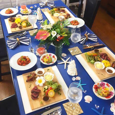 . 昨日から 8月のおもてなしレッスンスタート . . 夏を意識したテーブルコーデ お料理はお肉メインです . . スペアリブ 赤身肉のステーキ マッシュポテト、焼き野菜 夏野菜のテリーヌ 冷製パスタ トマトのシャーベットスープ . . 福岡の出張レッスンが早くも満席に たくさんのご予約に感謝です☺️ . . . 写真の何枚目かにいる息子 キッチンの電気工事をしてくれてる パパのお友達を見ながら 何してるんだろ?って、きょとん とした 後ろ姿がたまらずパシャり。 . . . #スペアリブ #ステーキ #夏コーデ #サマーコーデ #おうちごはん #花のある幸せごはん #クッキングラム #デリスタグラマー #おうちカフェ #料理 #手料理 #料理教室 #北九州料理教室 #テーブルコーディネート #delicious #instafood #yummy #kitakyushu #fukuoka #cookingram #cooking #foodphoto #foodpic #eat #wp_delicious_jp #deli...