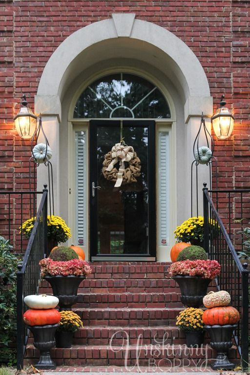 autumn dcor for the steps to the front door
