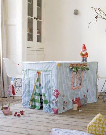 Casa di stoffa sotto al tavolo - CasePerBambini.it | CasePerBambini | Maya Azzarà Architetto