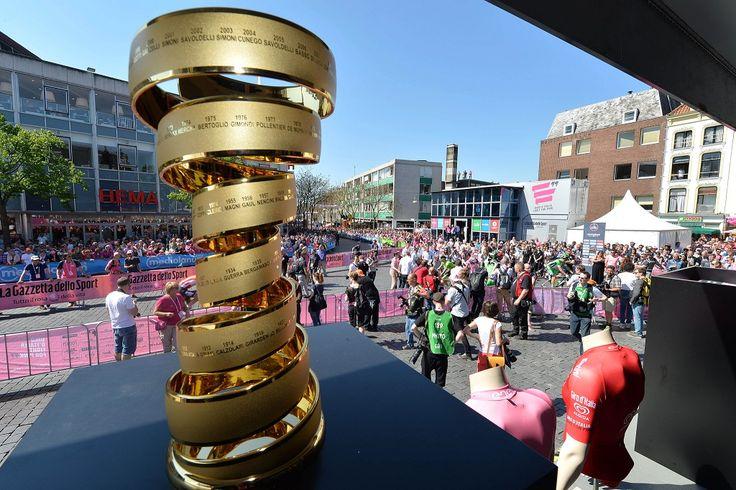 Ci sono tanti motivi per seguire il Giro d'Italia: la corsa in rosa è un concentrato di emozioni in grado di coinvolgere non solo gli appassionati di ciclismo ma anche chi di ciclismo non se ne intende.Adulti e bambini diventano protagonisti dell'evento sportivo più festoso e divertente che ci sia. Ecco 5 buoni motivi per seguire il Giro! 1 La Gara Il giro è una delle tre corse a tappe più importanti del calendario ciclistico insieme al Tour de France e la Vuelta di Spagna. 21 tappe vedono…
