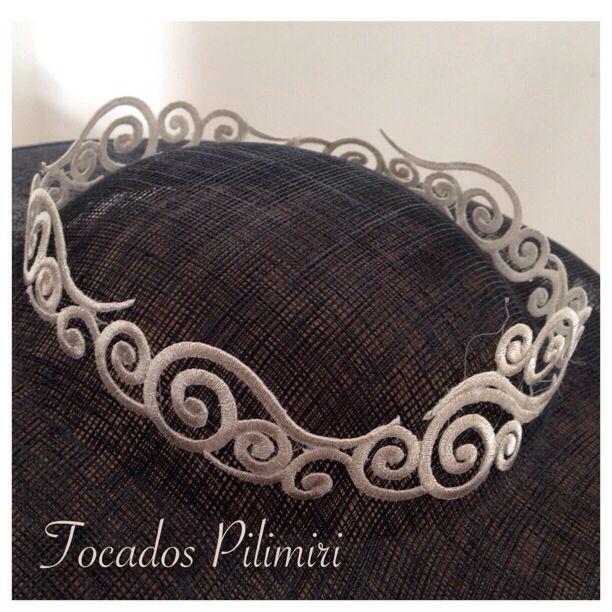 Corona de hilos plata