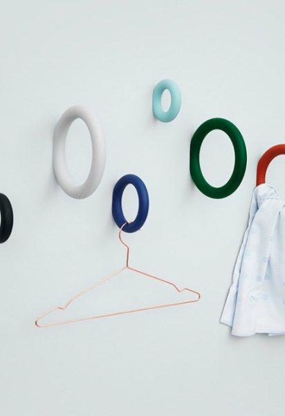 Voici une petite série de patères et porte manteaux qui nous montrent que l'inspiration des designers est très vaste!