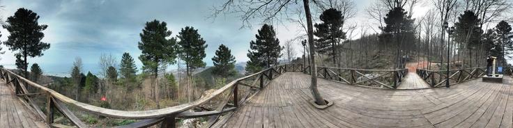 Ordu ili Ünye ilçesi sınırları içerisinde bulunan Karadenizin İncisi Ünye'nin Asarkaya Milli Parkı, Ünye limanı, Karadenizi ve Ünye'yi Panoramik olarak seyredebileceğiz çam ormanları içerisindeki yeşili bol seyiri güzel, geniş piknik alanları, çocuk parkları, spor alanları, ayrobik alanlarıyla gezip görülmesi gereken yerlerden birisidir.