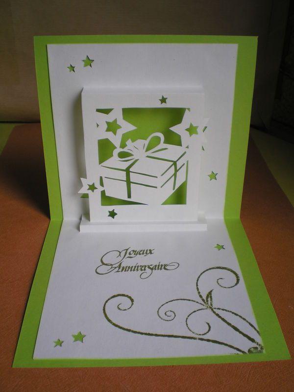 Voici la carte que j'ai envoyé à ma grande soeur Pépite d'or pour son anniversaire : Je suis dans ma période carte Kirigami, j'ai...