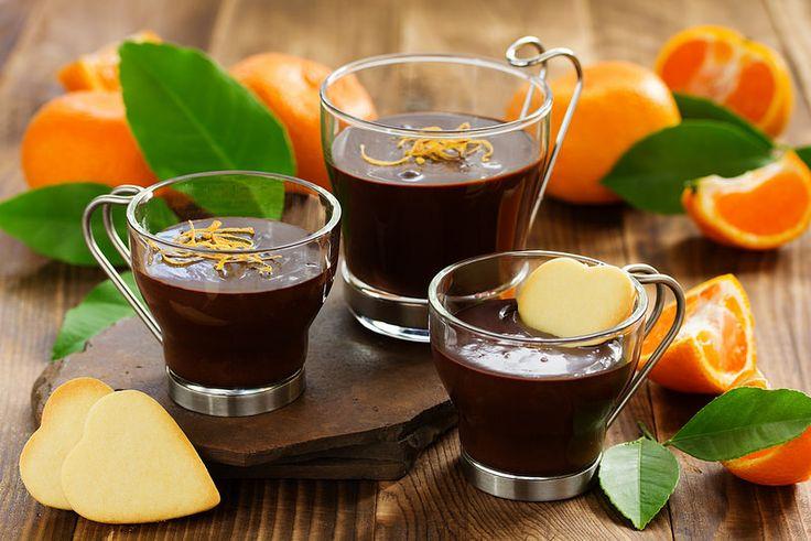 Chocolate dessert with oranges in a glass.ШОКОЛАДНЫЙ ДЕСЕРТ (ГАНАШ) С МАНДАРИНАМИ И ПЕЧЕНЬЕМ САБЛЕ.