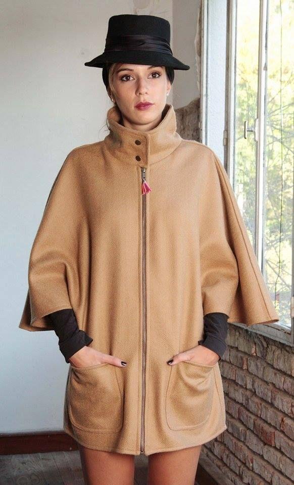 capa, camel, cuello alto, cierre, bolsillos a los costados