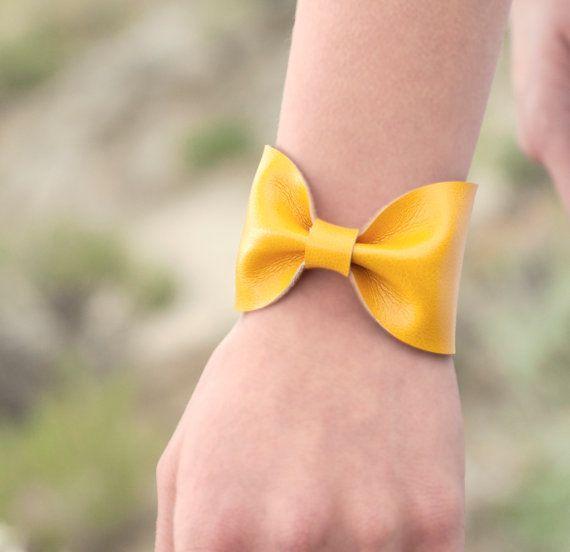 Bracelet manchette noeud jaune large poignet par ForgottenCotton