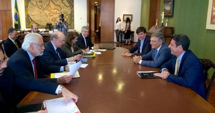 http://ift.tt/2kQTF9S http://ift.tt/2jvf5vW  Argentina y Brasil ratificaron su compromiso para profundizar la relación bilateral y comercial fortalecer el Mercosur como plataforma hacia el mundo y avanzar hacia un Tratado de Libre Comercio con la Unión Europea en el cierre de la III Reunión de la Comisión Bilateral de Producción y Comercio que se desarrolló lunes y martes en Brasilia. Tenemos un mandato clave del presidente Macri: dar un salto cualitativo para lograr una mayor integración y…