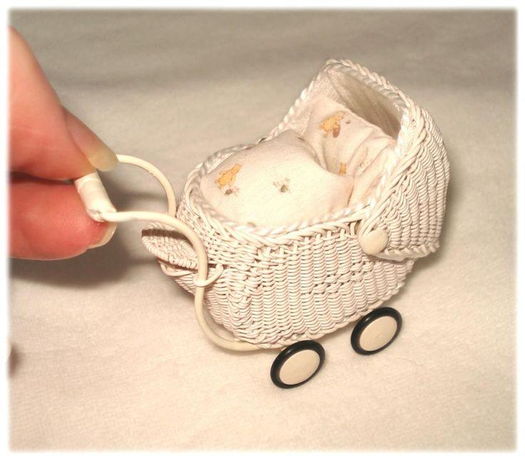 *Mega süßer Miniaturen Flechte-Babywagen mit Verdeck und Wagenset 1:12 * weiß   eBay