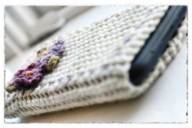 """caroline hegwer: Shabby I-phone Case Free Crochet Pattern. Click the """"download now"""" link for pattern."""