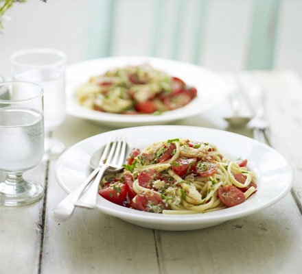 Linguine with crab, tomatoes and fennel