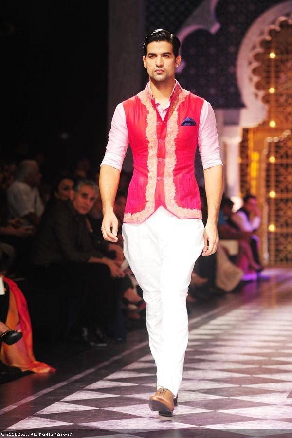 India Bridal Fashion Week (IBFW) continued today with Indian models and designers Raghavendra Rathore and Falguni and Shane Peacock. Bridal sarees and lehengas along with accessories were on display.