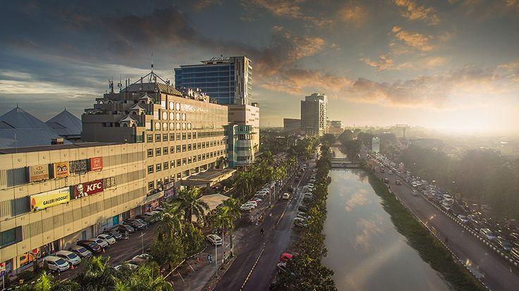 Belum banyak yang melirik Bekasi sebagai kawasan investasi yang menjanjikan. Maklum, jaraknya terlampau jauh dari Jakarta...
