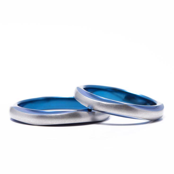 【結婚指輪 待宵(まつよい)】大きくカットが入ったすっきりとしたデザイン。素材:Ti(チタン)。