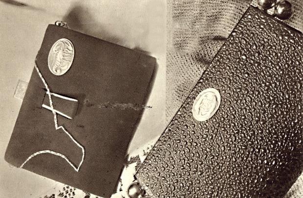 """1931: """"Módní kabelky s kováním představující planetární znaky zrození. Podle návrhu L. Beneše provedl klenotník A. Ritter"""""""
