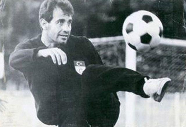 """""""Galatasaray'da kaptanlık yaptığım zamanlarda yazı-tura yapılacağı vakit hep tura derdim. Varsın Atam'ın silüeti yere değmesin."""" Metin Oktay"""