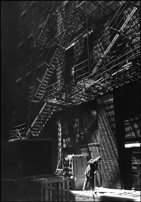Alley, 1946, Chicago. Henri Cartier Bresson