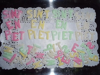 Lekkere Sinterklaas snoep/fondant-schuimpjes! Het recept staat op mijn blog http://heerlijke-recepten.blogspot.nl/
