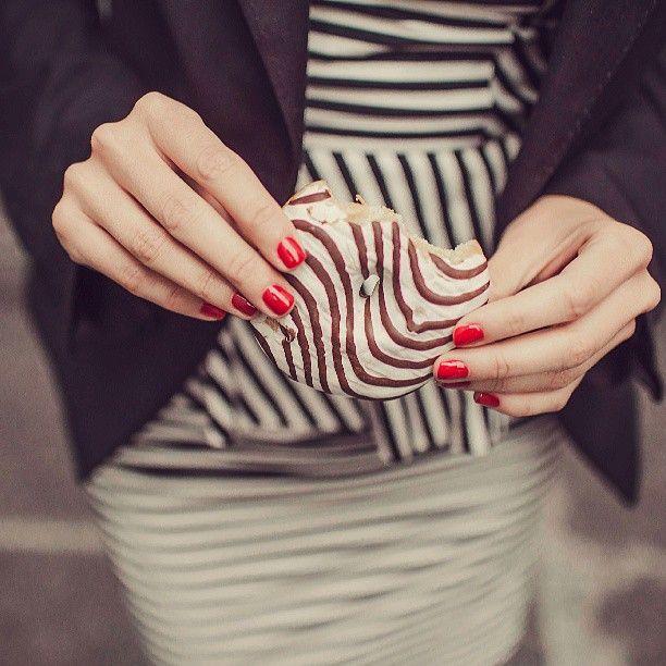 Pausa...merenda! #3in1SmaltoSemipermanente #OneStepGel #Manicure #eleganza #Red #RedNails #Colore #NailLook #BelliDaMatti #Mani #nail #Classe #DiventaunCentroAUTORIZZATO #Me #Unghie #Moda #Blogger #BeautyBlogger