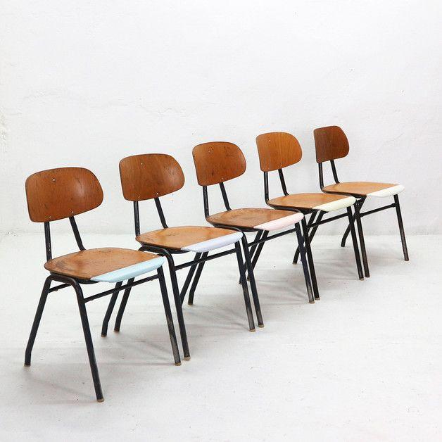 Vintage Stuhle Fur Dein Wohnzimmer Oder Esszimmer Vintage Schul Stuhle Aus Den 60er Jahren Holzstuhl Mit Pastellfarben Vintage Chairs Retro Industrial Stuhl Industrial Und Holzstuhle