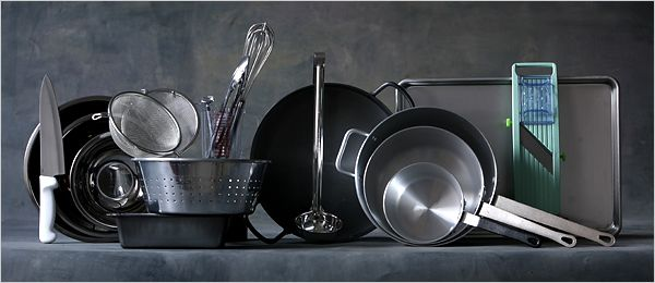 The Minimalist - A No-Frills Kitchen Still Cooks - NYTimes.com also see  http://www.dummies.com/how-to/content/basic-cooking-equipment.html  http://www.realsimple.com/food-recipes/tools-products/cookware-bakeware/kitchen-tools-checklist-00000000001975/index.html