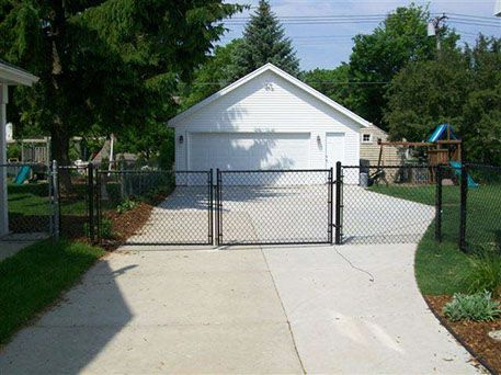 black chain link fence installation Menomonee Falls, WI