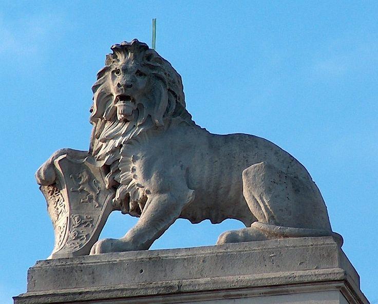 Edwardian Lion Sculpture | Animal statues | Pinterest ...
