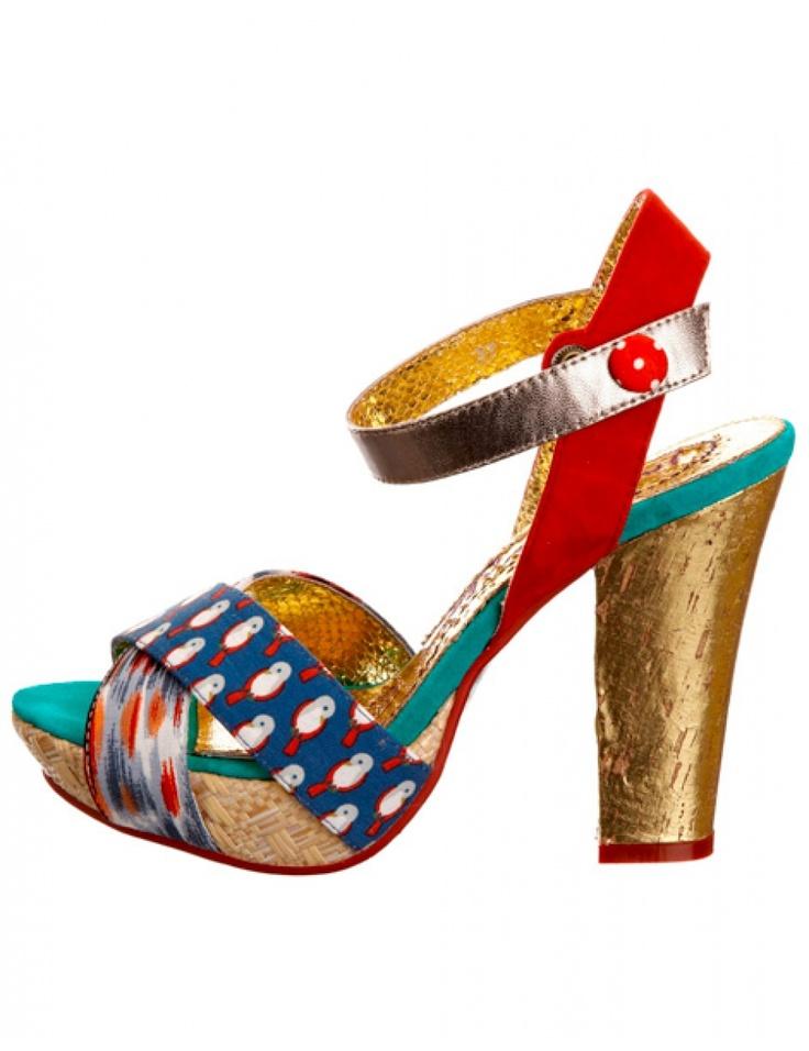 Cine de pe aici se poate lăuda cu nişte picioare incredibile? Ca să atrageţi şi mai mult atenţia asupra lor, purtaţi aceste sandale memorabile.    Le găsiţi alături de tot soiul de accesorii wow în colecţia IRREGULAR, exclusiv online, aruncaţi un ochi: http://www.tinar.ro/colectii/irregular.html?per_pagina=100.