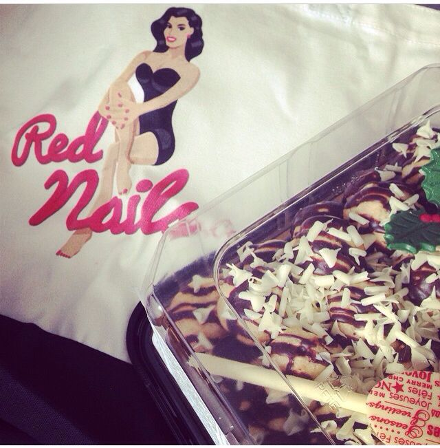 Rednails.ca is like a treat. Treat yourself!