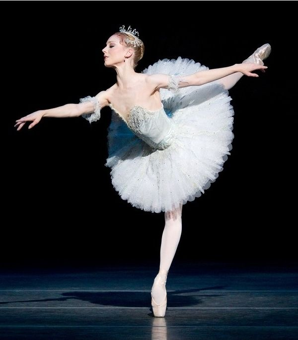 Sarah Lamb as Aurora in The Sleeping Beauty. The Royal Ballet, 2011. Photo ©ROH/Johan Persson, 2011.