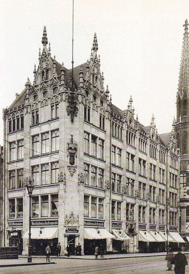 Juwel-Palais.. Kaufhaus Gertrautenstraße 10-12.. near Spittlemarkt.. Petrikirche at right.. um1900