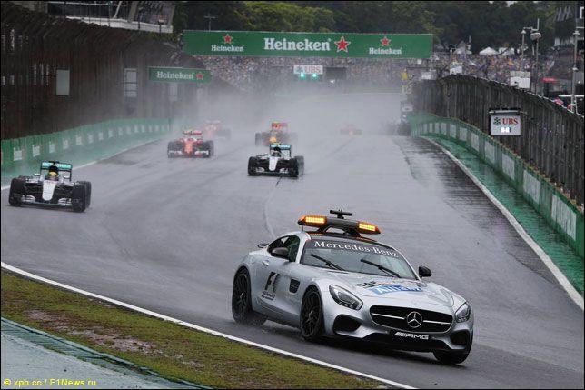 Автомобиль безопасности на Гран При Бразилии