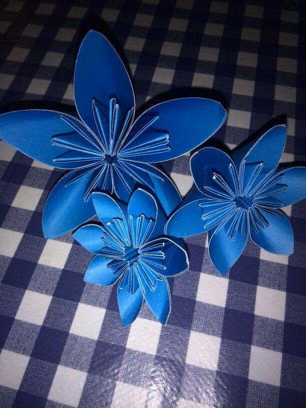 ⚪natta.lk @ instagram⚪ Origami Blommor Origamiblommor Origamiflowers Flowers Blå Blue DIY Pappersblommor Paperflowers Gör det själv