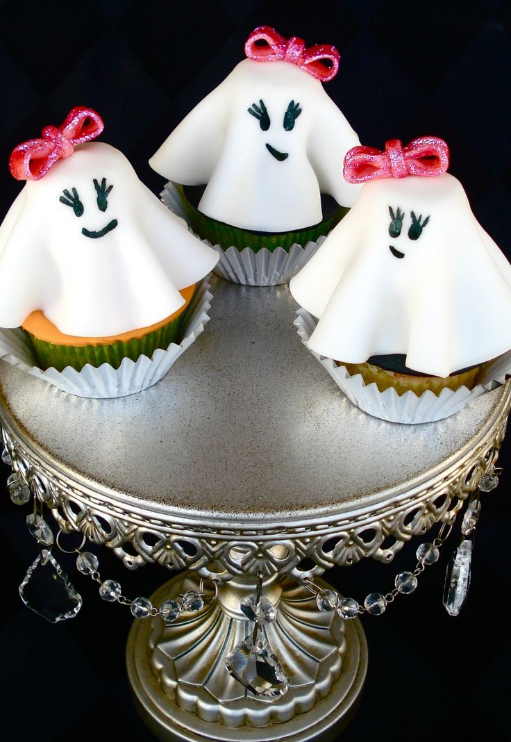 Ghost cupcakes: Halloween Parties, Halloween Recipe, Girly Ghosts, Ost Cupcakes1, Ghosts Cupcakes, Cupcakes Recipe, Halloween Cupcakes, Lady Ghosts, Cupcakes Rosa-Choqu