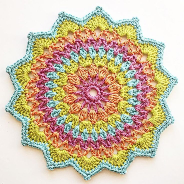 Had to try this little gem in my soul colors. Pattern cred to @crochet_millan | Flickr - Photo Sharing!