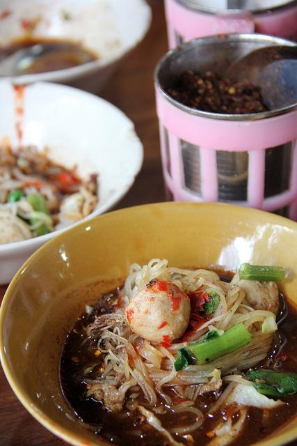Kuay Teow Reua (Thai Boat Noodles) ก๋วยเตี๋ยวเรือ by Migration Mark, via Flickr