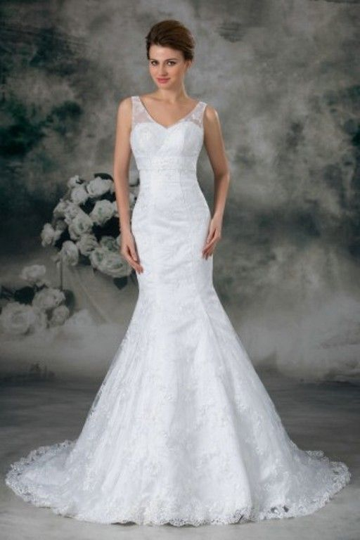 You want to look stunning on your wedding day, but can't afford to spend too much. So shop here for beautiful #CheapWeddingDresses. http://goo.gl/VCHdbe