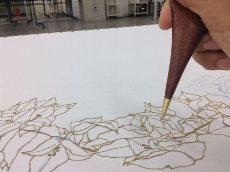 Yuzen - Aplicando Nori (pasta resistente)  Como dibujar con tinta blanca