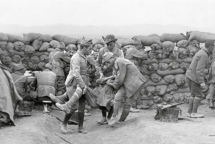 El luto en el que se sumió España tras la debacle del ejército en Marruecos durante la Guerra del Rif ha desaparecido de la memoria del país, absorbido por el cataclismo de la Guer