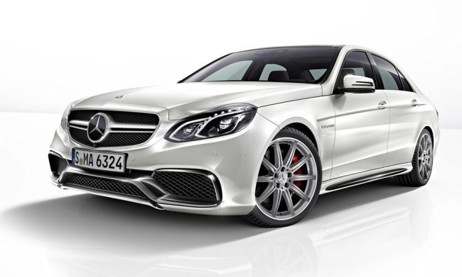 Mercedes Benz E63 AMG- Mercedes-Benz India is all set to debut the AMG tuned version of the new E Class in India. The new E63 AMG uses a 5.5 litre twin-turbocharged V8 with equally monstrous amounts of power as the upcoming Audi S6. Unlike the S6, the new E63 AMG is a bit ostentatious. This model has been launched in India on July 25, 2013. It is expected to be priced at Rs 96.81 lakshs and Mercedes Benz is sure ready to give tough competition to Audi RS5.