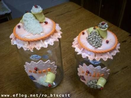 Resultado de imagem para vidros decorados com biscuit para banheiro