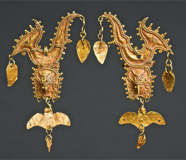 Indonesia ~ Moluccas, Tanimbar | Pair of earrings; gold | 18th - 19th century