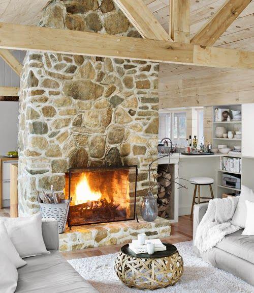 Minty Inspirations: Drewno i kamienny kominek