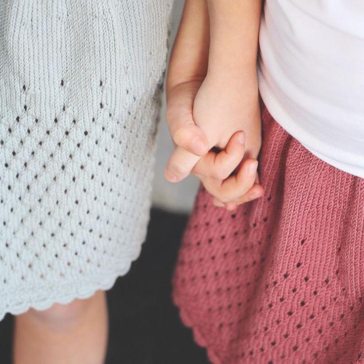#Dolleguriskjørt :) Oppskrift finnes i jentestrikkheftet vårt :) #klompelompe Pattern from our knit for girls booklet. #klompelompegarn