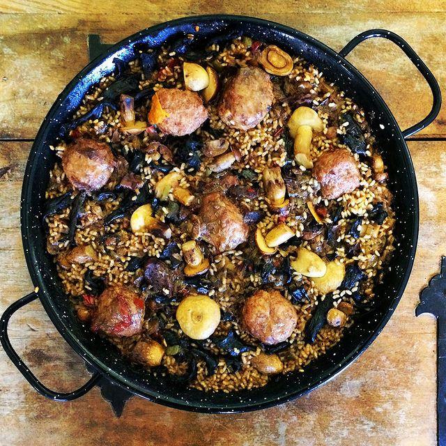 #paella de setas y albondigas, puedes ver este plato en koketo.es o seguirnos en twitter @chefkoketo o @jorgehdezalonso #koketo #gastronomia #chef #recetas #spanishfood